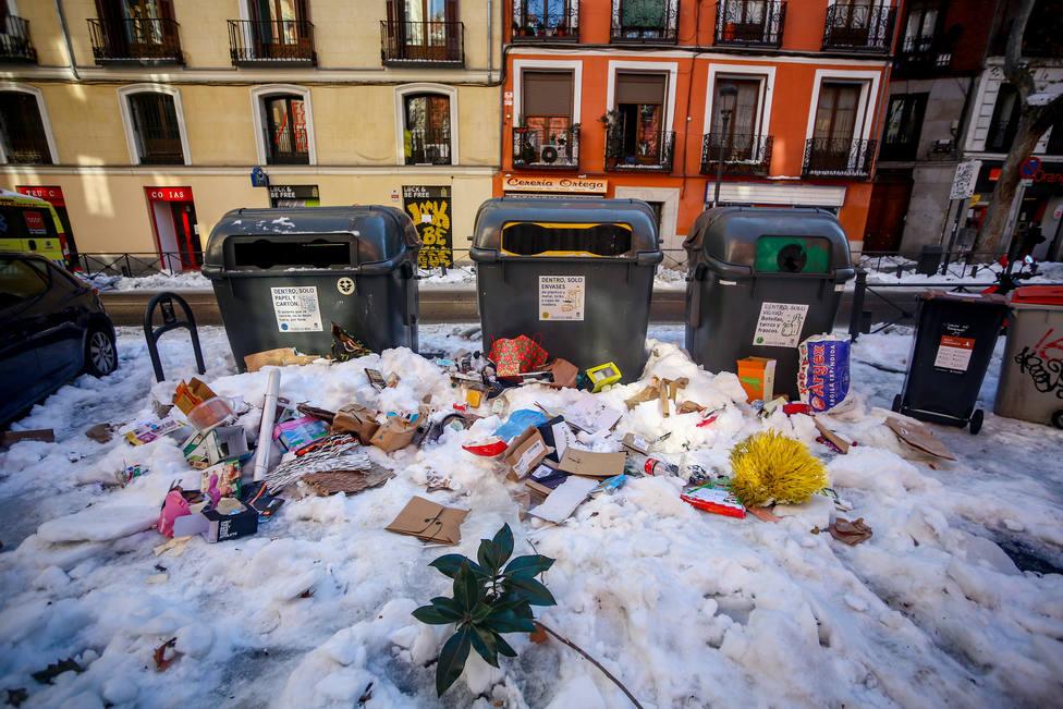 Madrid despliega toda la flota de basuras y recoge 1.100 toneladas esta noche