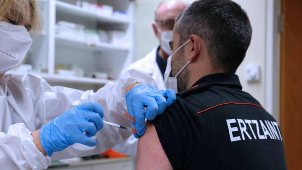 275 ertzainas ya se han vacunado contra la covid