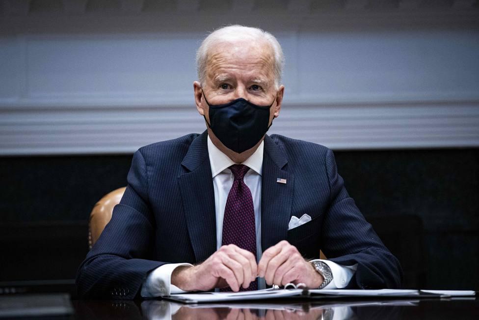 Biden firma el paquete de estimulo económico contra la covid-19 instantes antes de su discurso a la nación