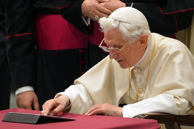 VATICAN-POPE-AUDIENCE-INTERNET-TWITTER