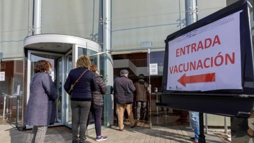 Sanidad da un empujón para inmunizar a los mayores de 70 en Valladolid