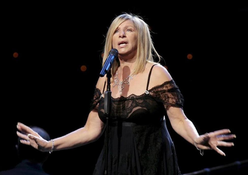La cantante y actriz Barbra Streisand durante una actuación