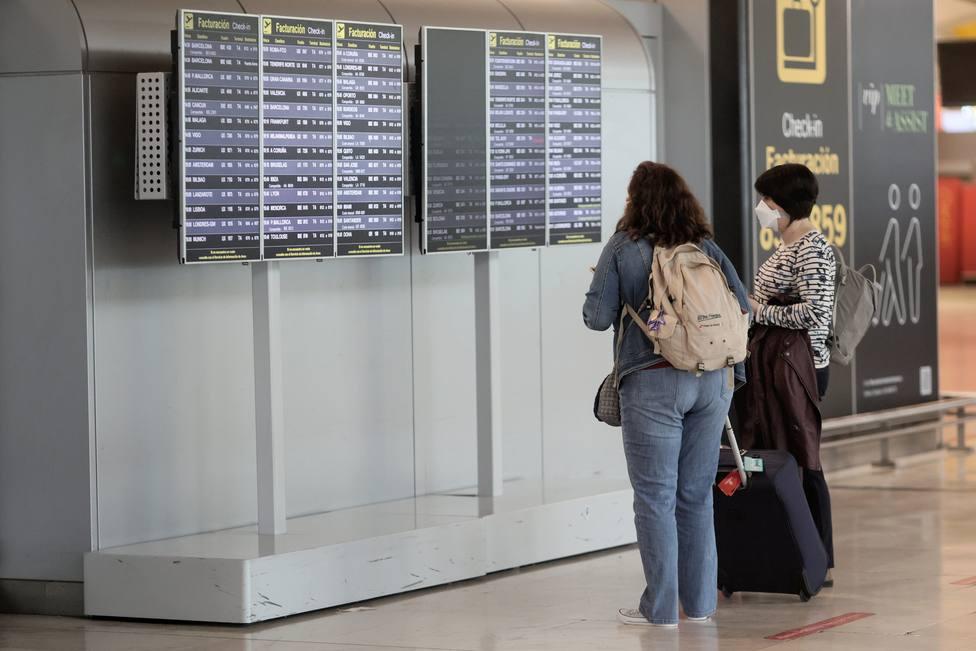 Madrid ha detectado viajeros con PCR positiva y exige más controles en Barajas