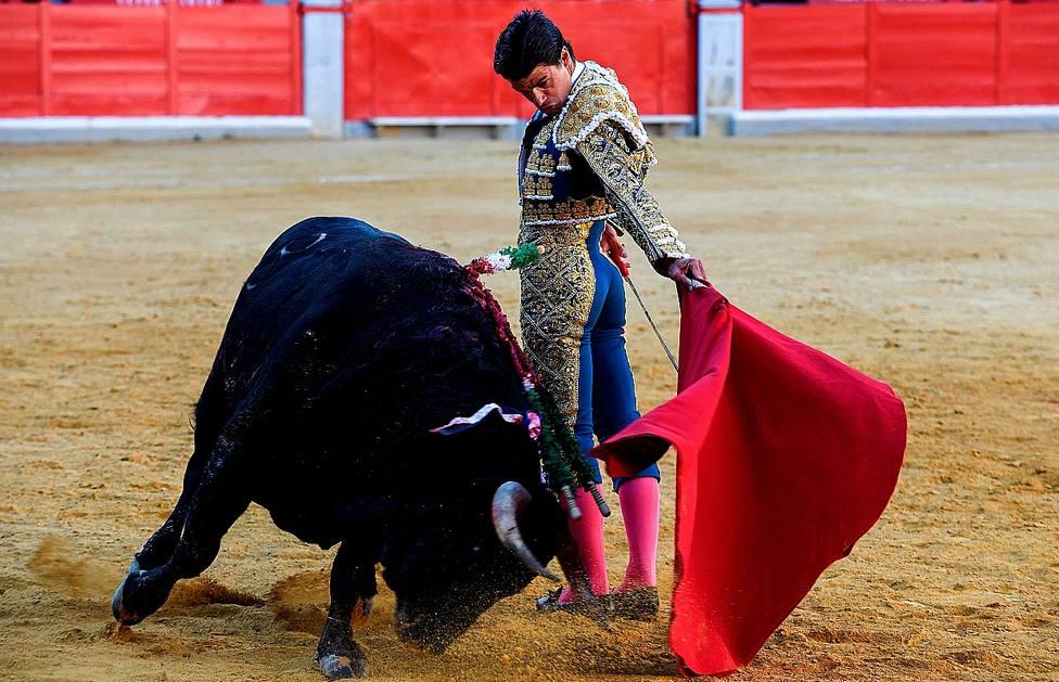 Natural de Pablo Aguado durante su actuación este domingo en Granada