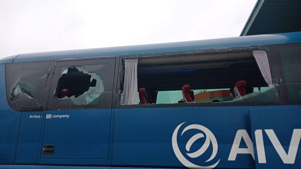 Autobús dañado a la entrada de la estación de autobuses de Foz