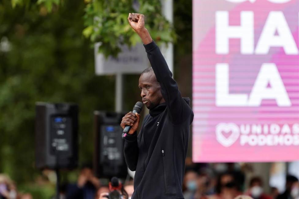 Serigne Mbayé pide la dimisión de una diputada del PP por usar la expresión merienda de negros
