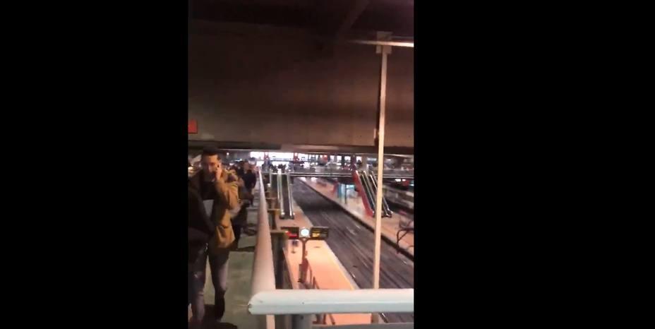 Los vídeos del desalojo de las estaciones de Atocha y Sants por una falsa alarma