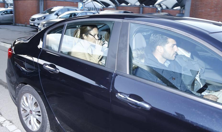 Paula Echevarría, Miguel Torres y Daniella salen de la estación de tren de Madrid