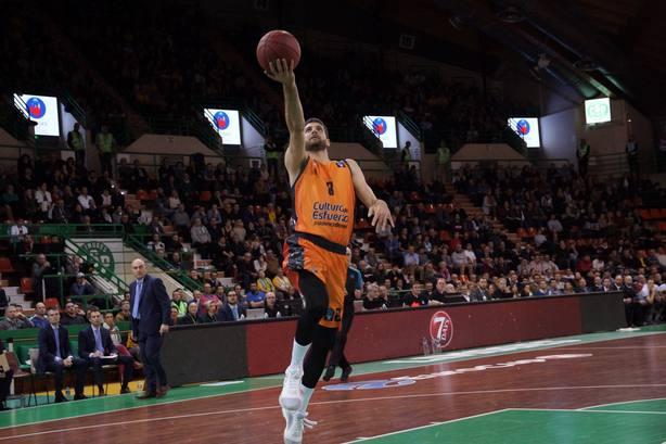 Antoine Diot volvió al quinteto titular