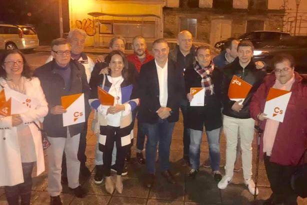 Integrantes de Ciudadanos Narón con el secretario de Organizacion en Galicia