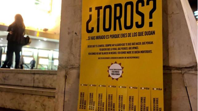 Uno de los carteles de Román que pueden verse por Valencia durante estos días