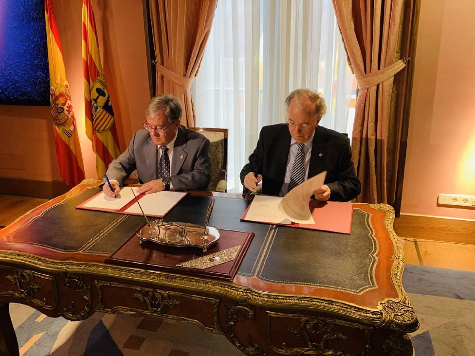 El Justicia de Aragón, Ángel Dolado y el Hermano Mayor de la cofradía, Jose Manuel Etayo.