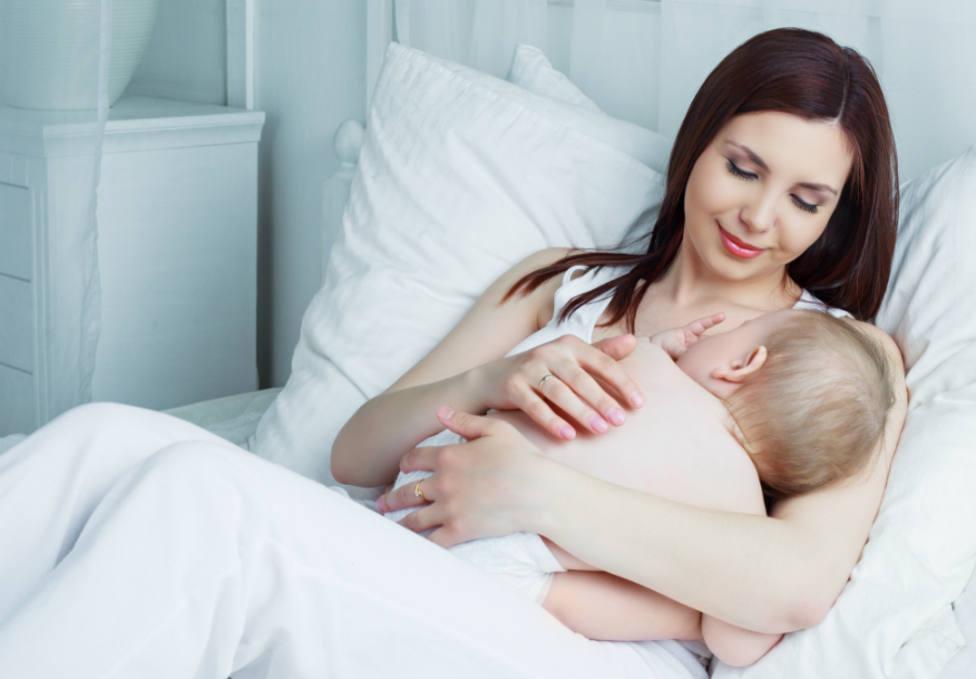 ¿Cómo funciona la deducción por maternidad? ¿La puede disfrutar el padre?