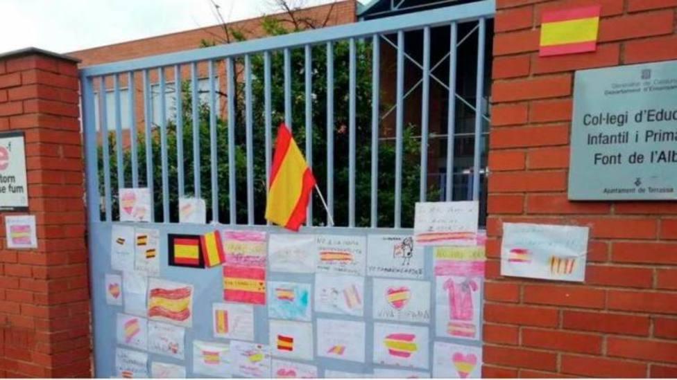 La niña agredida por pintar en el colegio una bandera de España no coincidirá más con su profesora