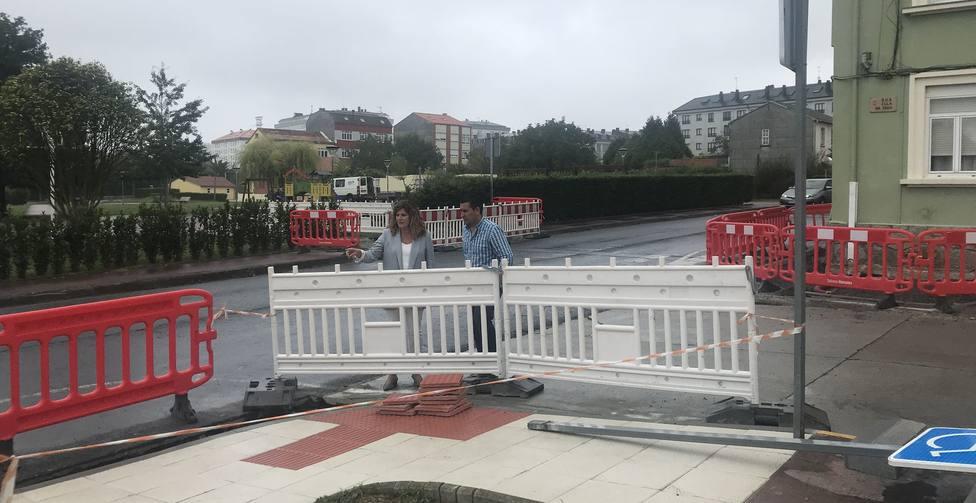Marián Ferreiro y Pablo Mauriz visitando una de las zonas en obras - FOTO: Concello de Narón