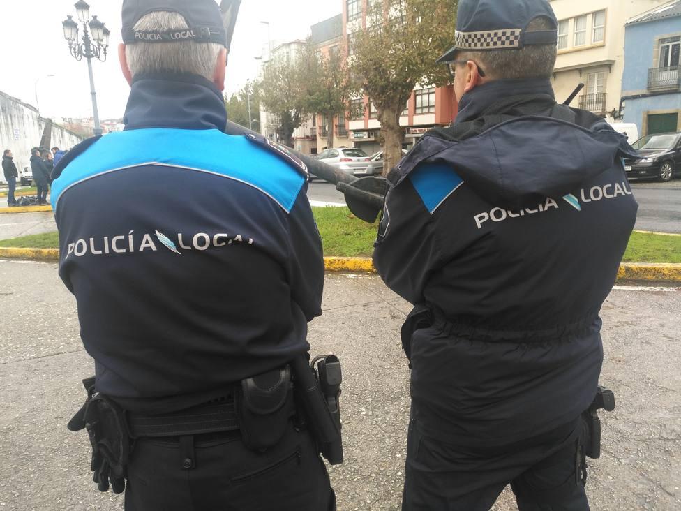 Foto de archivo de dos agentes de la Policía Local de Ferrol