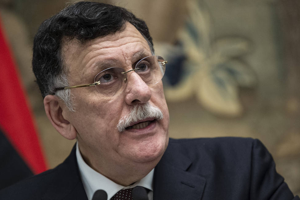 El Gobierno de Trípoli y el Parlamento del este firman el alto el fuego pero Haftar pide más tiempo