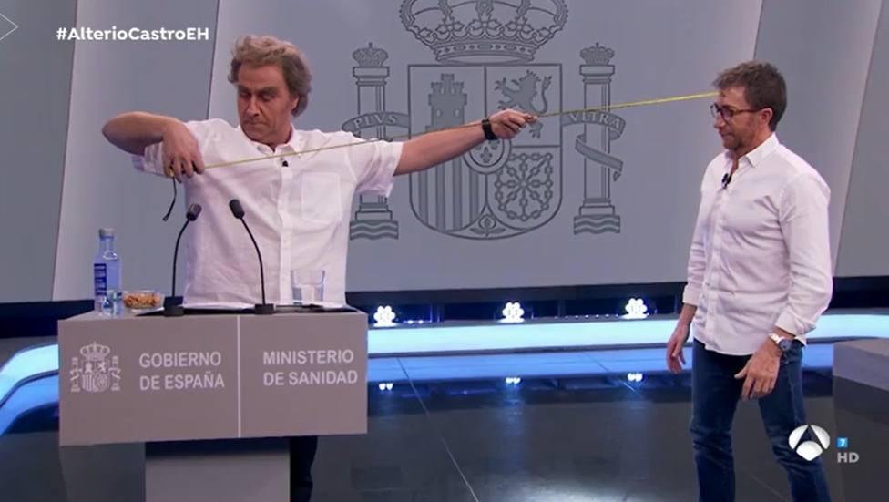 Carlos Latre presenta su imitación de Fernando Simón en El Hormiguero y le llueven las críticas