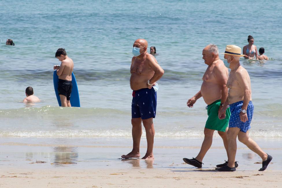 ¿Cuándo tienes que llevar mascarilla en la playa o la piscina?