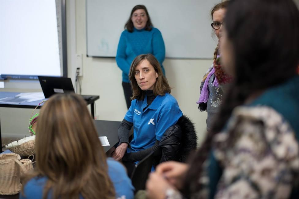 Voluntarios de la Caixa ofrecen talleres de educación financiera