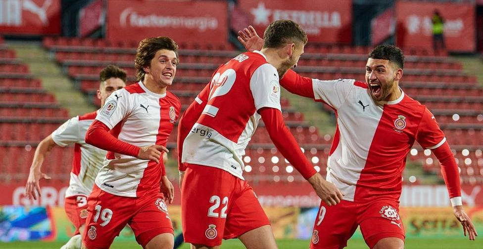 Santi Bueno celebra su primer gol con el Girona y en el fútbol profesional