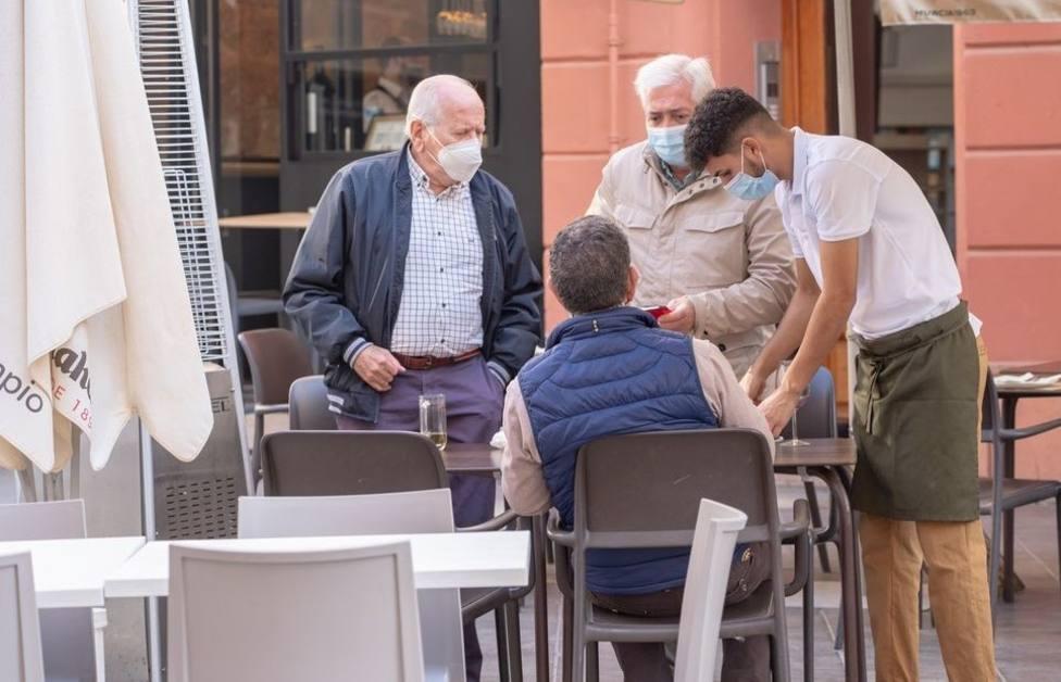 La Comunidad decreta también el cierre de las terrazas en la hostelería