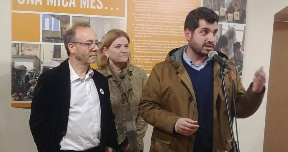 Sergi Pedret, en la imagen detrás del micrófono, justifica su vacunación en que las dosis se iban a tirar