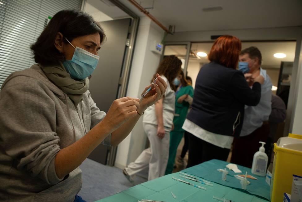 Sanidad notifica que Melilla ha administrado 25 vacunas más de las que ha recibido
