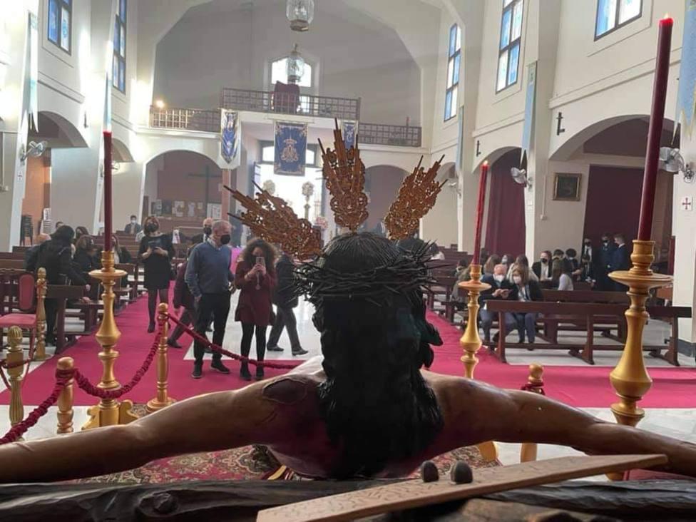 El Viernes Santo deja la cruces al albur de la Pascua