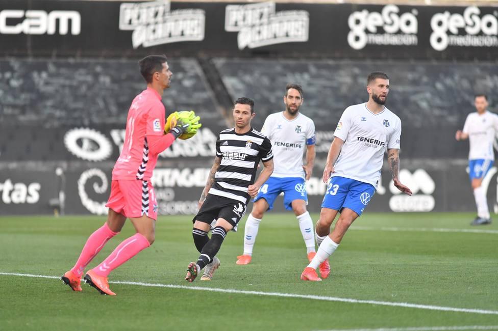 El Cartagena seguirá en descenso tras el empate en casa