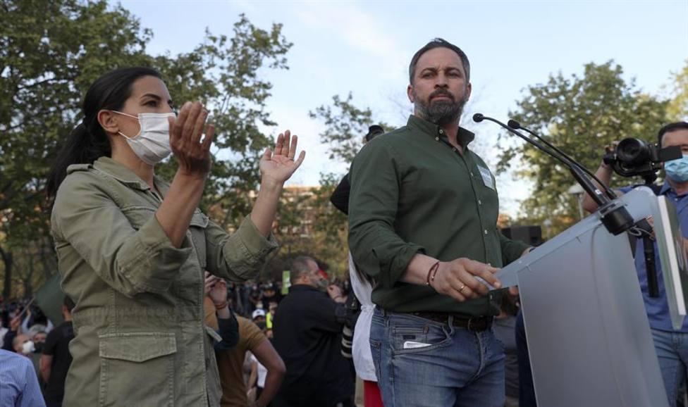 Abascal y Monasterio durante el acto de Vox en Vallecas