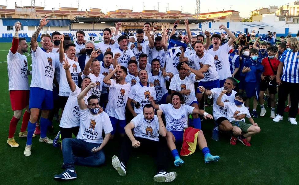 El Águilas FC campeón de Tercera División.