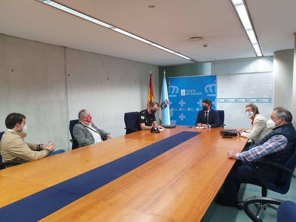 Reunión del delegado de la Xunta con los hosteleros del casco histórico