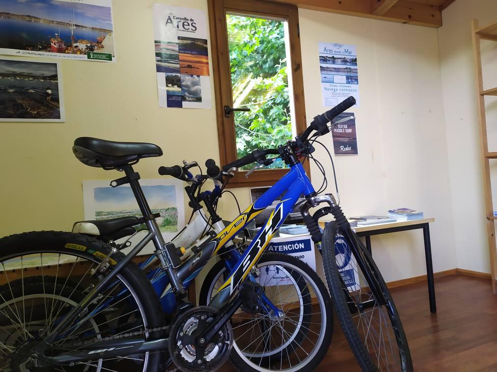 El servicio de alquiler de bicis se mantendrá operativo hasta el mes de octubre. FOTO: Concello de Ares