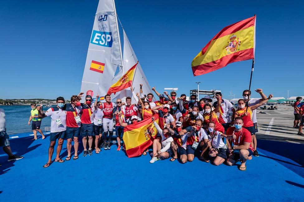 La delegación española de vela celebra las medallas en equipo nacional