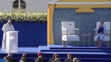 El Papa empieza el día en Eslovaquia y invita al país a ser un mensaje de paz en el corazón de Europa