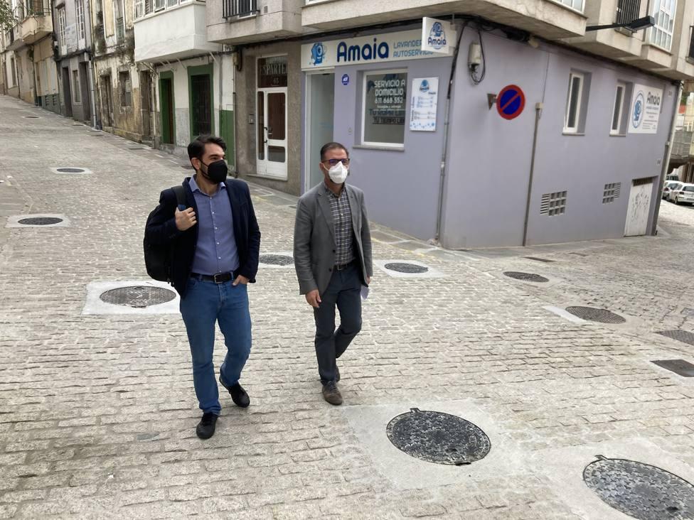 El concejal de Urbanismo, Julián Reina, en compañía del alcalde - FOTO: Concello de Ferrol