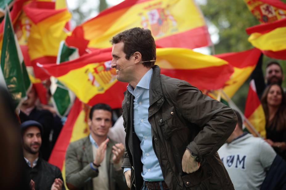 Casado ve una felonía que Pedro Sánchez se venda al independentismo en Cataluña para resistir en el banco azul