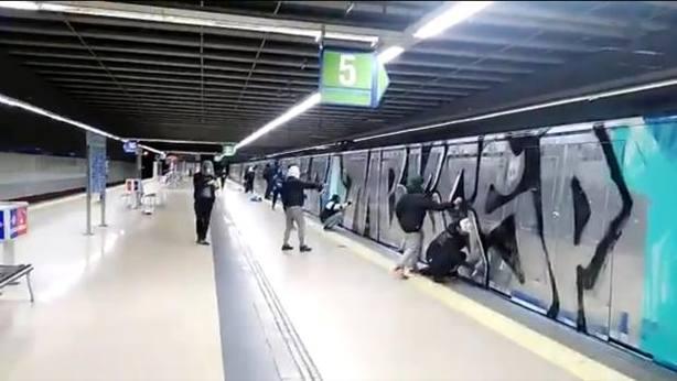 Gafitis en el metro de Madrid. ABC