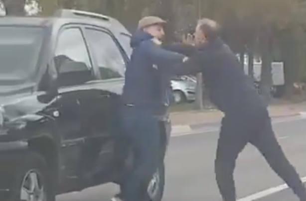 Pelea a puñetazos entre dos conductores en Marbella