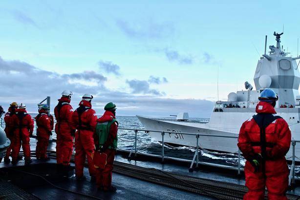El buque de la Armada participando en las maniobras de la OTAN