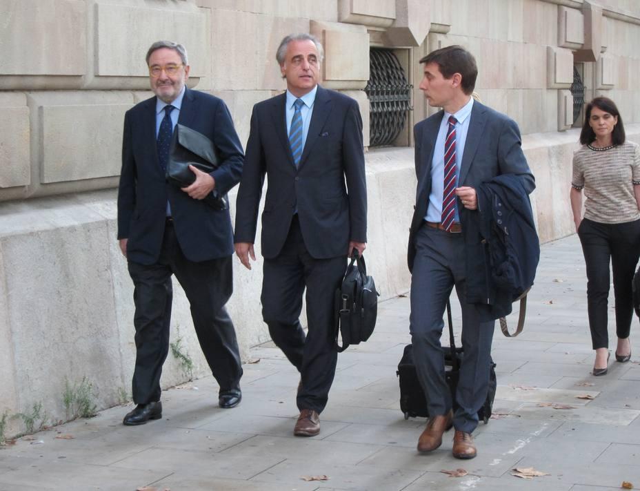 Absuelven a Narcís Serra y a los otros 40 acusados por los sueldos de Caixa Catalunya