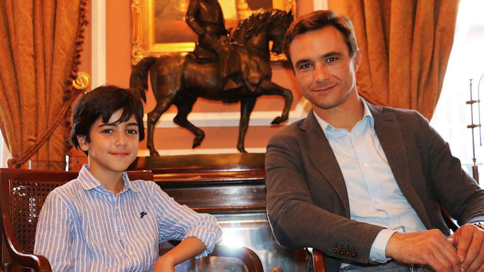 Marco Pérez y Juan Bautista tras sellar su nuevo acuerdo de apoderamiento