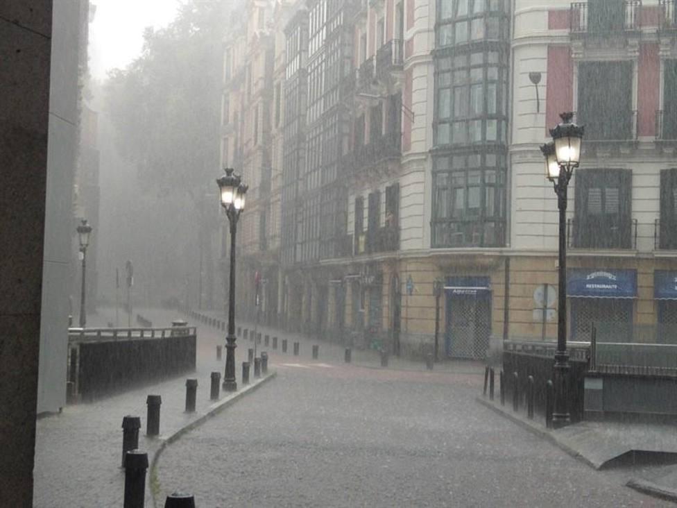 La entrada mañana de una DANA provocará tormentas en el noroeste y caída de temperaturas, que subirán el lunes
