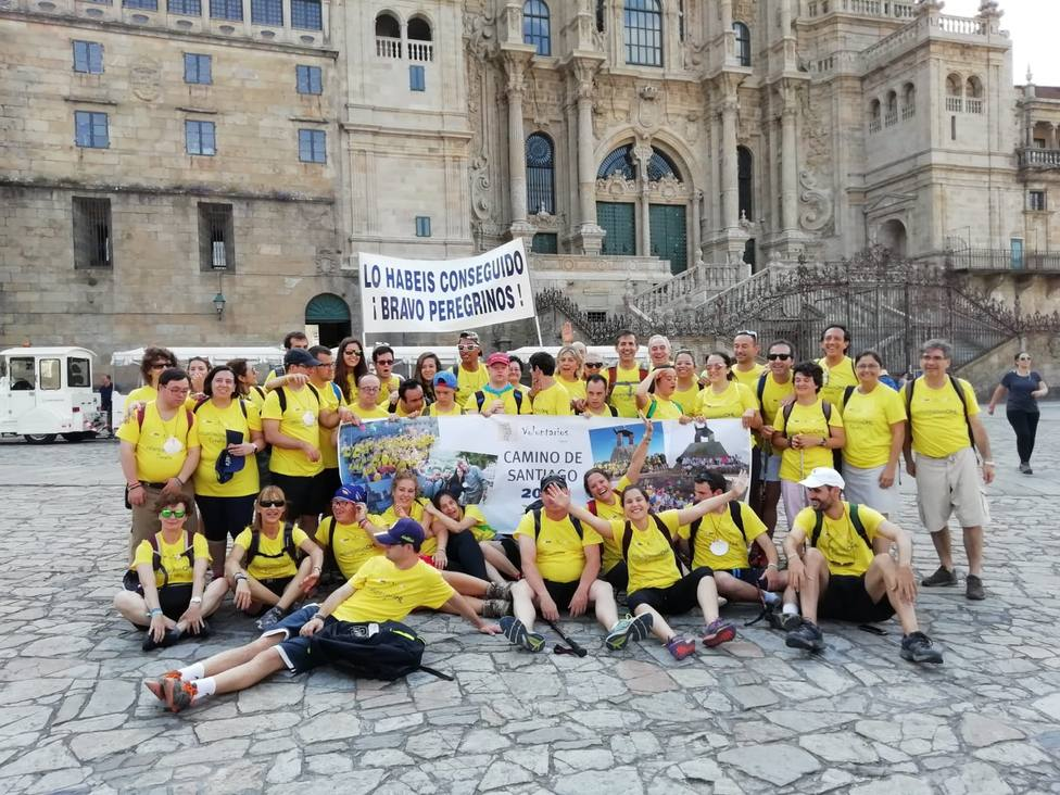 Los peregrinos de la Fundación Down Madrid completan entre aplausos el Camino en nueve días desde Sarria (Lugo)