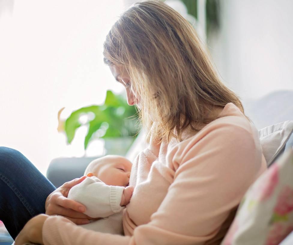 Más de la mitad de las madres deja de dar el pecho debido a la falta de apoyo y asesoramiento