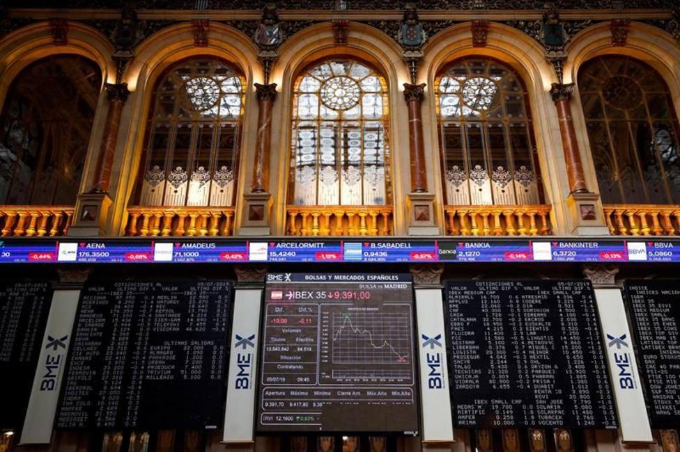 Las incertidumbres políticas reavivan las caídas enla Bolsa que busca soporte sobre los 8.600 puntos