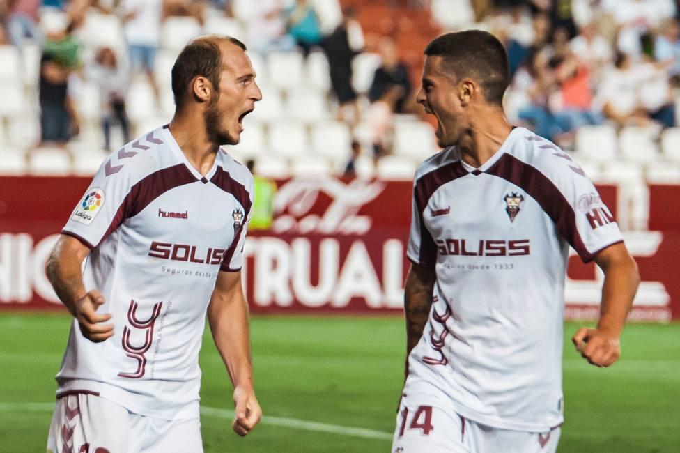 Zozulya celebra el gol con el Albacete frente al Girona