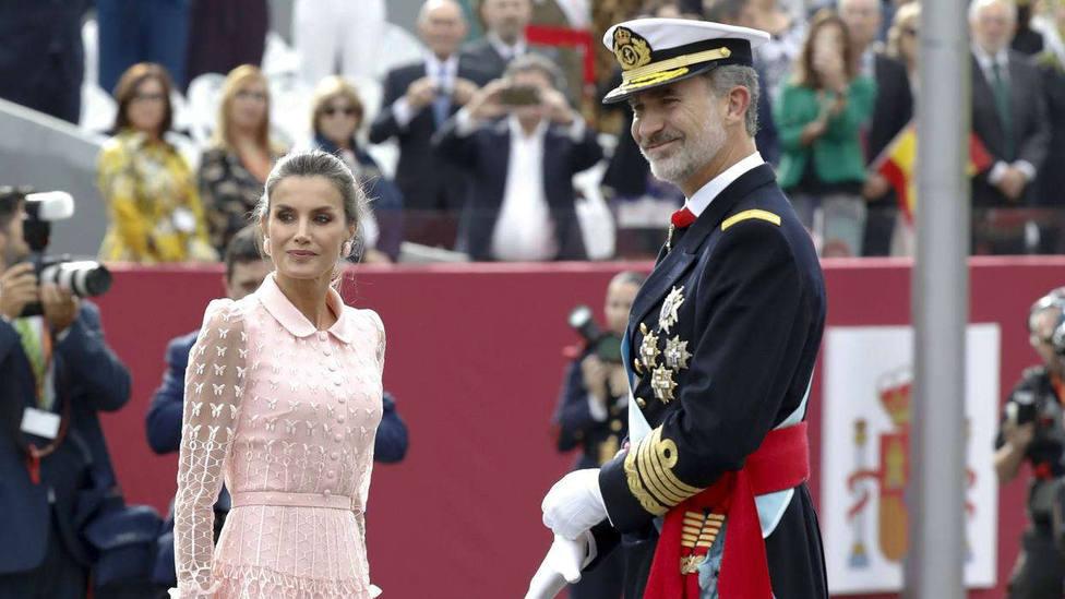 Los Reyes presiden el Desfile de la Fiesta Nacional en Madrid