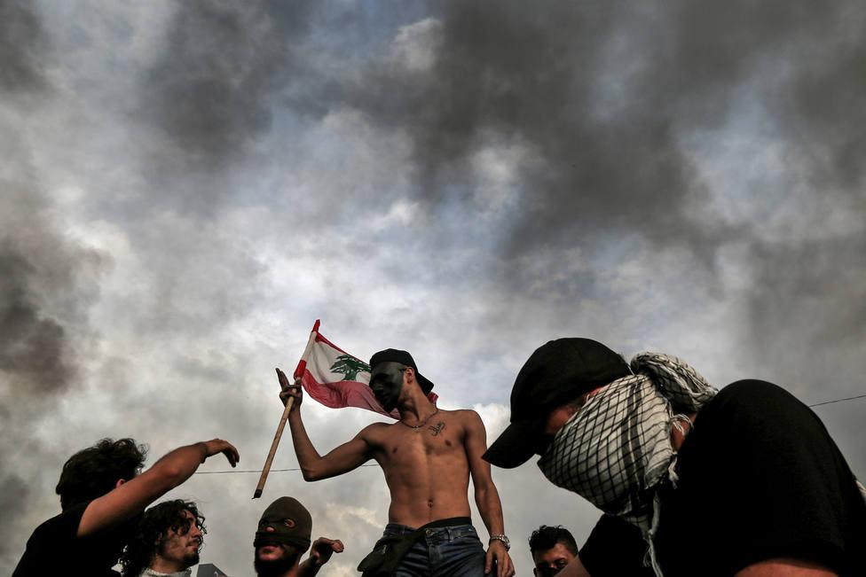 Decenas de miles de personas mantienen las protestas y ponen en jaque al Gobierno de Líbano